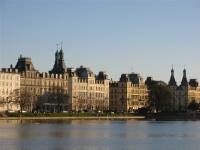 Statige huizen langs het Sortedams meer