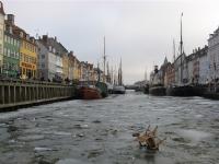 Nyhavn in \'t echt, met ijs en feestsporen